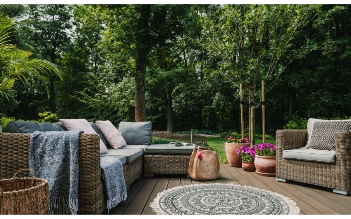 How To Choose the Best Color for Your Patio Furniture